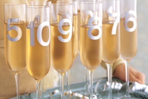 Last-Minute-New-Year's-Eve-Party-Decoration-champagne-glases
