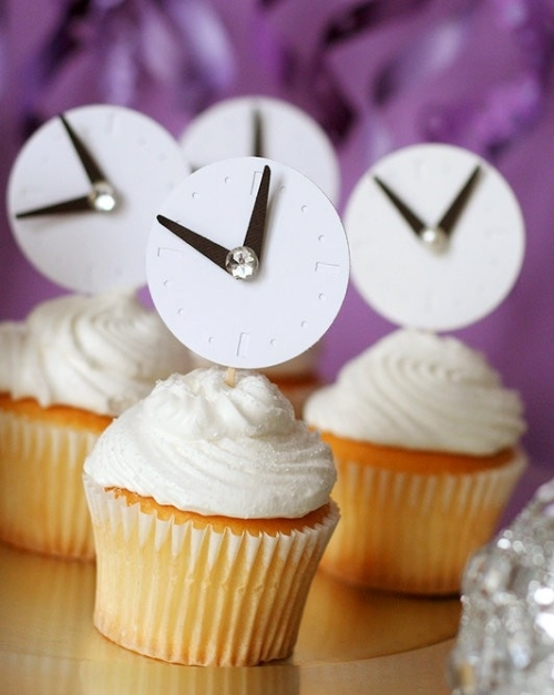 Last-Minute-New-Year's-Eve-Party-Decoration-cupcakes-clocks