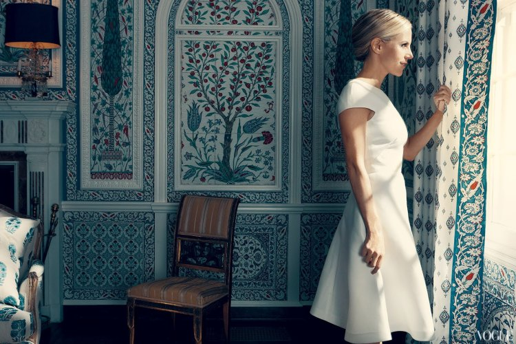 tory burch cococozy vogue tory in valentino in dining room Iksel paneled walls Iznik